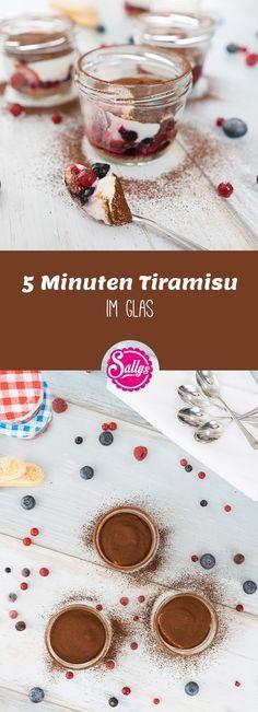 Leichtes, sommerliches Tiramisu mit wenig Zucker und einer fettärmeren Creme. Ein ideales Sommer-Dessert zum Mitnehmen!