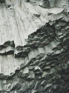 rock formation..if you've ever seen Devils Tower in Wyoming, the sides of the tower look like this.
