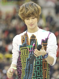 Lee Taemin- WHAT IS THIS CONTRAPTION??