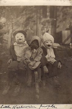"odditiesoflife: ""Creepy Vintage Halloween Photographs These wonderfully creepy images of Halloween's past come from the book, Haunted Air. The book features dozens of anonymous vintage Halloween. Retro Halloween, Photo Halloween, Halloween Fotos, Vintage Halloween Photos, Halloween Pictures, Creepy Halloween, Halloween Kids, Happy Halloween, Creepy Kids"