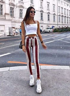 Striped pants to make the legs look longer britt fashion inspo in 2019 outf Cute Summer Outfits, Spring Outfits, Trendy Outfits, Winter Outfits, Cute Outfits, Fashion Outfits, Streetwear, Vetement Fashion, Crop Top Outfits