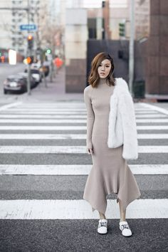 New-School Knit (Tsangtastic) Casual Trendy Outfits, Fall Outfits, Quoi Porter, Sneakers Street Style, Faux Fur Jacket, Knit Fashion, Street Style Women, Knit Dress, Autumn Fashion