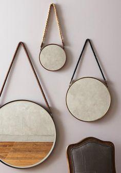 On adore le look des miroirs suspendus, à la fois chic et épurés! Voici tout le matériel nécessaire et les étapes pour réaliser un miroir suspendu déco vous-même.