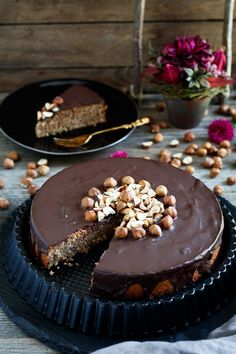Juicy hazelnut cake without flour - easy to cook-Saftiger Haselnusskuchen ohne Mehl – emmikochteinfach Hazelnut cake without flour – www. Glaze For Cake, Hazelnut Cake, Mexican Hot Chocolate, Low Carb Chicken Recipes, Cake & Co, Pastry Cake, Choux Pastry, Nutella, Pie Dessert