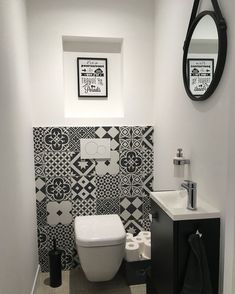 Bathroom Decor black and white Inspi_Deco on Insta - bathroomdecor Black Bathroom Decor, Bathroom Sink Design, Bathroom Plans, Modern Bathroom Design, Bathroom Interior Design, Small Toilet Room, Small Bathroom, Wc Bathroom, Bad Inspiration