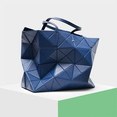 #PGPerfectGift   #Origami bag is available in different colours. Find out more in stores and online (Link in bio). #PGPerfectGift   El bolso #Origami está disponible en diferentes colores. Descúbrelos todos en tiendas y online (Link en bio).