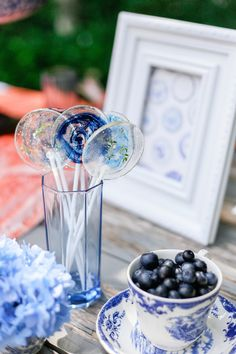 Gourmet lollipops | Ian Odendaal Photography | see more on: http://burnettsboards.com/2015/02/love-air-styled-shoot/