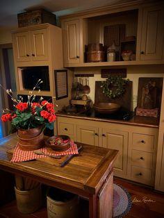 Colonial Kitchen, Farmhouse Style Kitchen, Rustic Kitchen, Vintage Kitchen, Kitchen Ideas, Kitchen Design, Cottage Kitchens, Country Kitchens, Primitive Kitchen Cabinets