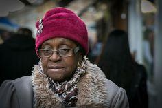 Portrait femme black  #portrait #photo #visage #femme #black #froid #bonnet #mature #age #ride #london #vintage