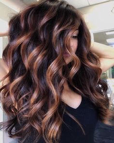 Balayage is the most popular way of dyeing hair in recent years. If you want to try balayage hair, please take a look at our collection of balayage hair color ideas which can bring you new inspiration, try it boldly! Fall Hair Color For Brunettes, Fall Hair Colors, Brown Hair Colors, Color For Hair, Level 4 Hair Color, Nice Hair Colors, Best Hair Color, Highlighted Hair For Brunettes, Brunette Hair Colors