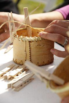 bark basket making Birch bark basket making Crafts To Do, Wood Crafts, Arts And Crafts, Diy Crafts, Birch Bark Baskets, Birch Bark Crafts, Native American Baskets, Basket Crafts, Nativity Crafts
