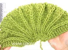 Raquel / DROPS - Free knitting patterns by DROPS Design How to knit in DROPS Always wanted to figure out how to knit, nonetheless not certain how to start? Knitting Videos, Loom Knitting, Knitting Stitches, Free Knitting, Baby Hats Knitting, Baby Knitting Patterns, Knitting Designs, Knitted Hats, Bandeau Crochet