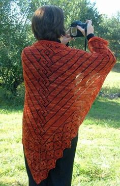 Such a beautiful shawl pattern - the silhouette is perfection. This links right to the FREE PATTERN!!!!!!!!!