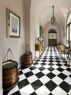 Vintage California home entry hallway, arched barrel ceilings, black and white checkerboard floor (Houzz). Photographer Mark Pinkerton says the home has been used in several movies. Design Entrée, Floor Design, House Design, Interior Design, Design Ideas, Tile Design, Path Design, Design Trends, Black And White Interior