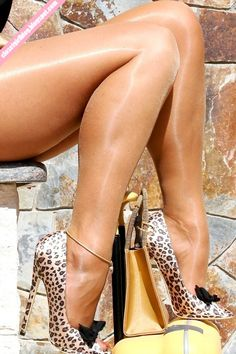 Beautiful animal print pumps matching with a beige purse and shiny suntan tights. Gold Heels, High Heels Stilettos, Stiletto Heels, Pumps, Moms In Pantyhose, Beige Purses, Sexy Sandals, Lovely Legs, Professional Women