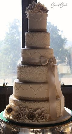 Moyer Marie Nitchman --maybe not so tall. Antique gold and champagne wedding cake Beautiful Wedding Cakes, Gorgeous Cakes, Pretty Cakes, Amazing Cakes, Wedding Wishes, Our Wedding, Dream Wedding, Ivory Wedding, Trendy Wedding