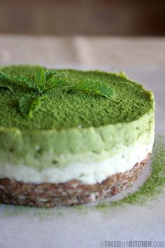If you are interested in the health benefits of matcha tea, but don't enjoy hot drinks, why not make a smoothie? Here are 4 matcha green tea smoothies to try. Raw Desserts, Vegan Dessert Recipes, Vegan Sweets, Raw Food Recipes, Baking Recipes, Raw Cake, Vegan Cake, Dog Recipes, Cake Recipes