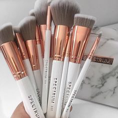 BESTOPE 20 PCs Makeup Brushes Premium Synthetic Contour Concealers Foundation Powder Eye Shadows Makeup Brushes with Champagne Gold Conical Handle Makeup Brush Set, Eyeshadow Makeup, Makeup Cosmetics, Makeup Supplies, Makeup Tools, Brushes For Makeup, Makeup Inspo, Beauty Makeup, Makeup Ideas