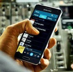 O smartphone Samsung Galaxy Alpha é bonito e rápido - http://updatefreud.blogspot.com.br/2014/11/O-smartphone-Samsung-Galaxy-Alpha-e-bonito-e-rapido.html