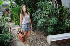 Kisses - NAT - from Sisters-And-Blogger  Camisa // Shirt: H&M Falda // Skirt: Stradivarius Zapatos // Shoes: Stradivarius Cartera // Handbag: BCBG Lentes // Sunnies: Rayban