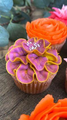 Cake Decorating Frosting, Cake Decorating Designs, Cake Decorating Techniques, Cookie Decorating, Honey Bun Cake, Honey Buns, Stiff Buttercream Frosting Recipe, Icing, Cupcake Cake Designs