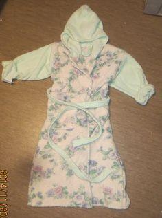 Kahdesta pyyhkeestä kylpytakki tytölle (till barn)