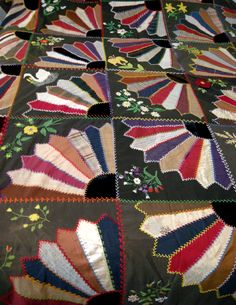 fan quilt  I like the way the blocks are put together
