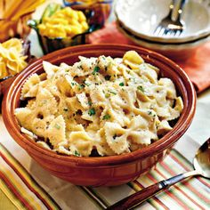 Chicken and Bow Tie Pasta..Using only one pan to cook both the chicken and pasta means extra flavor for the noodles and easier cleanup. Ready in less than 45 minutes, this pasta entrée features a creamy sauce made of cream of mushroom soup and cheese.
