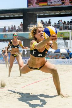 Wsobv: germans ludwig, walkenhorst tease hard, play harder b Beach Volleyball Girls, Sport Volleyball, Female Volleyball Players, Volleyball Pictures, Volleyball Clothes, Volleyball Setter, Volleyball Shirts, Softball Pictures, Cheer Pictures