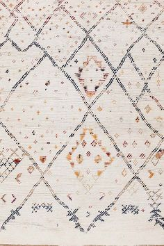 SKU :  TR-002Material : WoolDimension :250 X 300 CM ( 8'x10' )Thickness approx: 15MM Weave : Hand KnottedApprox 55800 Knots per m²