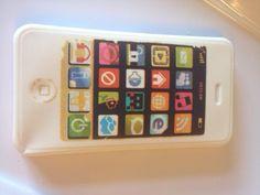 Iphone van witte chocolade met een interieur van aardbeienmousse met citroen, munt en noten. Haha nice!
