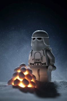 "This Photographer Creates Insanely Cool ""Star Wars"" Scenes Using Lego"
