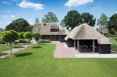 Thatched House, Thatched Roof, Future House, My House, Round House Plans, Bungalow House Design, Village Houses, Cottage Style, Beautiful Homes