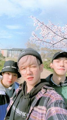 BBHyun_ te ha empezado a seguir. BBHyun_ te ha enviado un mensaje. Exo Xiumin, Exo Chen, Exo Ot12, Kpop Exo, Exo Kai, Park Chanyeol, Chanbaek, Tao, Exo For Life