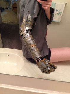 Okay! I've received so many questions about how I made this arm. I got the idea from this lovely robo arm and as it turned out, she also used the same base pattern that I had planned to (Edward...