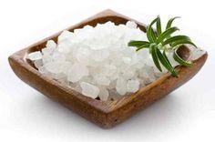 Cómo eliminar la humedad de una habitación con sal. El exceso de humedad en nuestros hogares debe combatirse ya que, a parte de las antiestéticas manchas de humedad en las paredes, puede provocar la aparición de hongos que pueden afectar negativamente ...
