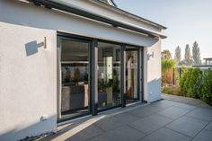 Terrassentüren aus hochwertigen Kunststoff und Glas.