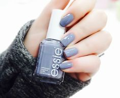 Hey babes haven't posted a nail of the day in a while - I've been in love with essie's 'petal pushers'  Such a gorgeous slate grey with a blueish tint - and even though it's on the darker end of the spectrum for spring colors it's so suitable for this time of year. Please tell me you added this babe to your nail polish collection - you won't regret it.  . . . . Hallo meine Lieben es ist schon ein wenig her dass ich mein #notd gepostet habe. Den essie 'petal pushers' würde ich am liebsten den…