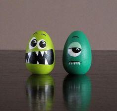 Funny Easter Egg Painted eggs cascarones decorados Easter Egg Decorating Ideas for 2019 - Hike n Dip Funny Easter Eggs, Easter Egg Crafts, Easter Subday, Funny Eggs, Bunny Crafts, Easter Table, Easter Party, Easter Gift, Easter Decor