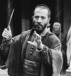 """Photo: Dustin Hoffman as Shylock in Peter Hall's 1989 production of """"The Merchant of Venice."""""""