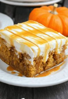 Savory magic cake with roasted peppers and tandoori - Clean Eating Snacks Spice Cake Mix, Pumpkin Spice Cake, Pumpkin Dessert, Pumpkin Poke Cakes, Pumpkin Dream Cake Recipe, Pumpkin Puree, Poke Cake Recipes, Cheesecake Recipes, Dessert Recipes