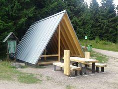 File:Stein 16, Schutzhütte.jpg