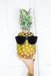 Pineapple with sunglasses - ananas con occhiali