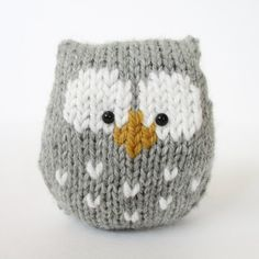 This a simple to knit owl. It is knitted in one piece, and there is no tricky colour-work as the eyes and beak are added after knitting using Swiss Darning (or duplicate stitch) embroidery.THE PATTERN INCLUDES: Row numbers for each step so you don't lose your place, instructions for making the owl plus photos, a chart to show the colour pattern, a list of abbreviations and explanation of some techniques, a materials list and recommended yarns. TECHNIQUES: All pieces are knitted flat (back…