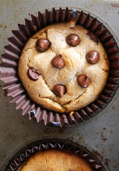 Fast and easy almond butter blender muffins – 5 minutes of prep and 10 minutes in the oven! Paleo & Vegan