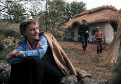 """Astrid Lindgren (1907-2002) är huvudperson i Samfundet De Nios aktuella årskalender. Här under inspelningen av långfilmen """"Bröderna Lejonhjärta""""."""