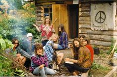 Hippie Communes: 31 Eye-Opening Photographs Of Life On A Commune Hippie Man, Hippie Vibes, Happy Hippie, Hippie Love, Hippie Style, Hippie Things, Hippie Chick, Flower Power, Woodstock Hippies