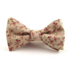 This beautiful beige/tan and pink marsala floral print bow tie is subtle and soft, yet bold and dynamic. Proving, you cant go wrong with this floral! The antique undertones of its soft color palette adds an element of sophistication, making it very easy to pair with your ensemble!  All ties are traditional self tie bow ties with adjustable hardware. Tie it once and use the clasp, or tie it every time... your choice!  Size: Adjustable. Ranging approximately 14 - 18. >> Custom sizes available…