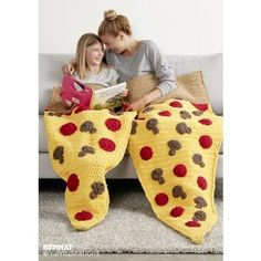 Pizza Party Crochet Snuggle Sack | Bernat | New Pattern | Slumber Party | Free Pattern |