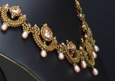 This tutorial takes you through the making my beautiful Juliet necklace, a rich and elegant piece that is perfect for evening wear. Easily customizable by choosing your own color scheme, this will be a gorgeous addition to your jewelry wardrobe. A section is included to show you how to make